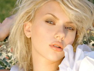 Sexiest And Hottest Hollywood Actress